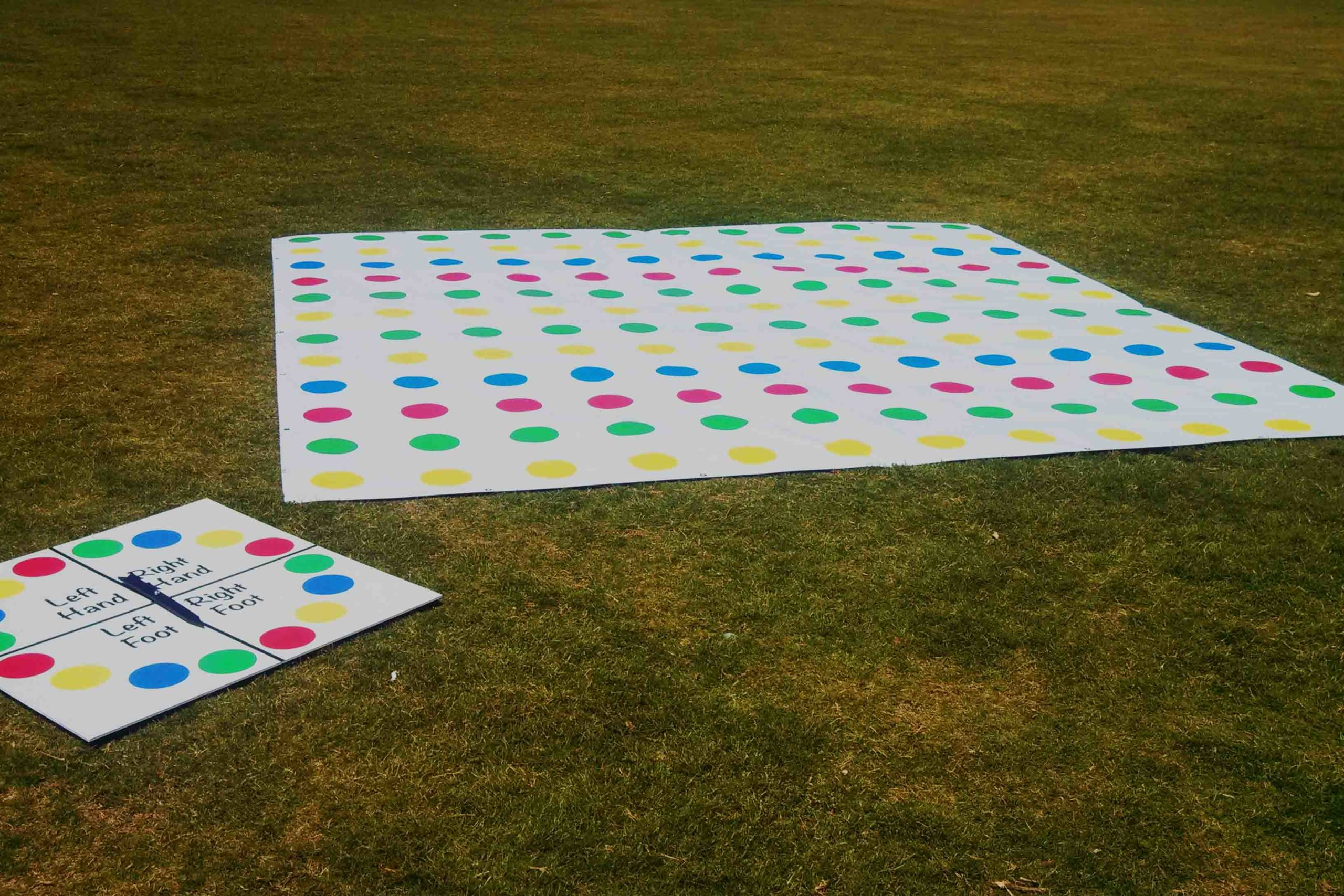 Giant Twister Game - Juego de jardín gigante - Bodas Ibiza